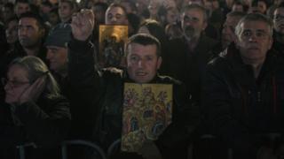 Litije su počele da se održavaju pošto je skupština usvojila Zakon o slobodi veroispovesti