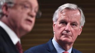 David Davis (l) and Michel Barnier