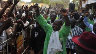 Zephirin Diabré chef de file de l'opposition Burkinabè dans un bain de foule