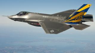 Un avión de guerra F-35