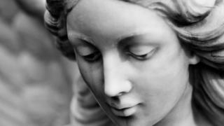 Статуя зі сльозами