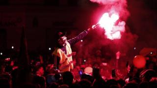 প্যারিসের উপকণ্ঠে নতুন বছর বরণ করছেন আন্দোলনকারী 'ইয়েলো ভেস্টের' কর্মীরা
