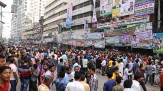 ঢাকায় বিএনপির অফিসের সামনে মনোনয়নপ্রার্থীদের ভিড়