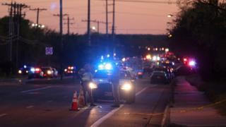 事件を捜査する警官ら(20日、米テキサス州オースティン)