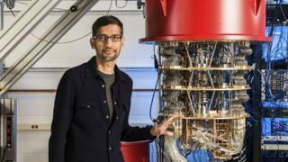 皮采2019年10月在聖巴巴拉谷歌實驗室一台量子計算機前