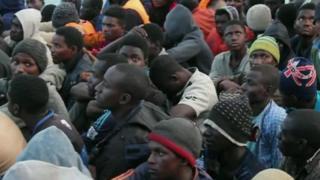 லிபியாவில் தவிக்கும் குடியேறிகள்