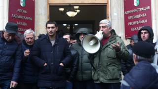 протест у администрации президента Абхазии