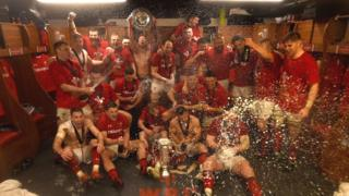 Wales team celebrate winning the Grand Slam