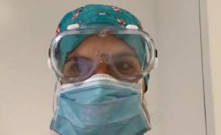"""In a video posted on Twitter, US Dr Arghavan Salles described having """"a small head"""" for PPE."""