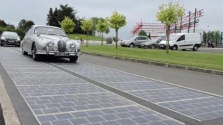 Tramo de una carretera fotovoltaica en Francia.