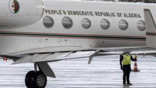 طائرة الرئاسة في مطار في جينيف