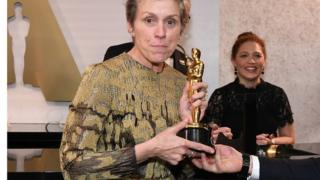 Frances McDormand with her Oscar at the Governor's Ball