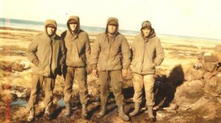 Silvio Katz with fellow Argentine soldiers on the Falklands in 1982