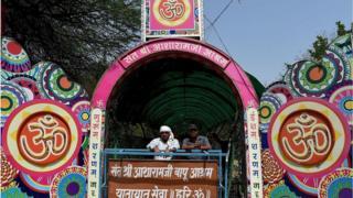 అహ్మదాబాద్లోని ఆశారాం బాపు ఆశ్రమ ప్రవేశ ద్వారం