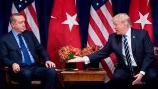 Trump elini Erdoğan'a uzatırken
