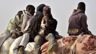 Des migrants africains qui reviennent au Niger pour fuir les combats armés en Libye