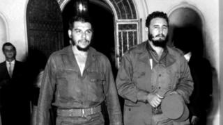 "Ernesto ""Che"" Guevara (L) with Cuban leader Fidel Castro in Havana in 1963"
