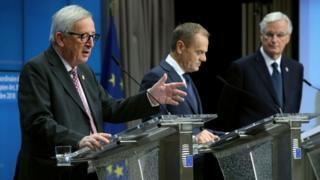 Avrupa Komisyonu Başkanı Jean-Claude Junker, AB Konseyi Başkanı Donald Tusk ve AB'nin Brexit Başmüzakerecisi Michel Barnier (soldan sağa)