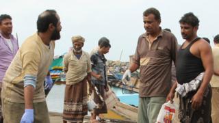Yemeni police gather round bodies of Somali refugees (17/03/17)
