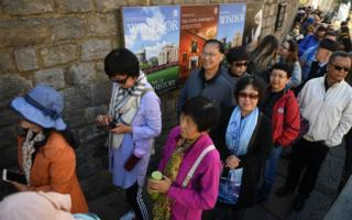 Tourists queue up to gain entrance to Windsor Castle, in Windsor, west of London, Britain, 10 October 2018