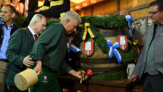 Munich mayor Dieter Reiter prepares to tap the first barrel of beer
