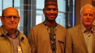 Tsohon shugaban sashen Hausa na BBC Bary Bargers ( Dama )