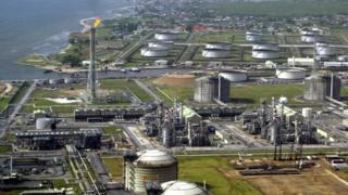 Cette photo prise le 18 mai 2005 montre le terminal de pétrole et de gaz du groupe Shell à Bonny Island, dans le Sud-Est du Nigéria.