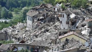 Ruinas del pueblo italiano Pescara del Tronto