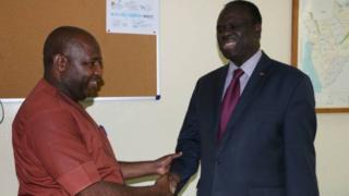 Intumwa ya Onu Michel Fafando (i buryo) hamwe na Evariste Ndayishimiye, umunyamabanga mukuru wa CNDD/FDD