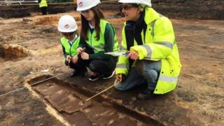 Forensic archaeologist Megan Stoakley with P1 Amelia and P6 Louise