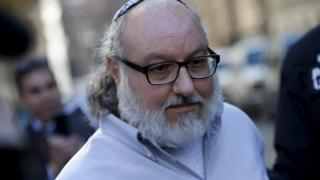 Convicted Israeli spy Jonathan Pollard who was released from a U.S. federal prison in North Carolina overnight, leaves U.S. District court in the Manhattan borough of New York, November 20, 2015.