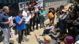 Meksiko, Javier, jurnalis