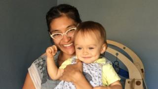Jessica Ruvalcaba con su hijo