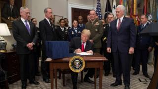 本周二美国总统特朗普签署了一项总近7000亿美元的国防授权案。