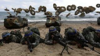 Abasirikare ba Amerika na Korea Yepfo mu myiyerekano ya gisirikare mu 2017