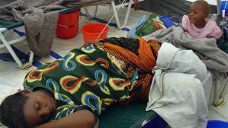 Hooyo iyo ilmaheeda oo daacuun uu ku dhacay dalka Zambia sannadkii 2004