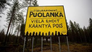 Esta placa na beira da estrada, na cidade vizinha de Oulu, diz: Próxima parada, Puolanka. Você ainda tem tempo de dar meio-volta