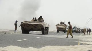 Pro-government forces move on a road to Yemen's Abyan province. Photo: 8 August 2015