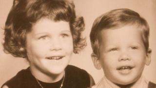 Denise y Bo, de niños