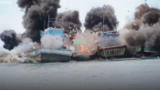 Tàu cá bị phá huỷ