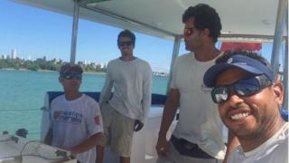 O capitão Olivier Thomas e os marinheiros Rodrigo Dantas, Daniel Danas e Daniel Guerra