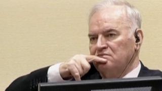法廷のムラディッチ被告