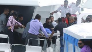 Officials carry an injured woman off the speed boat of Maldives President Abdullah Yameen (not pictured) after an explosion onboard in Male, Maldives (28 September 2015)
