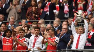 Với riêng huấn luyện viên Arsene Wenger, đây đã là danh hiệu FA Cup thứ 7 của Giáo sư người Pháp,