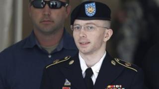 Obama WikiLeaks sizdiruvchisi Menning hukmini yengillashtirdi