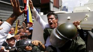 Leopoldo Lopez gets into a National Guard armoured vehicle in Caracas. Photo: February 2014