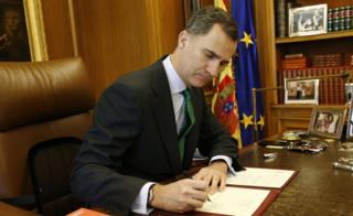 Spanish king Felipe VI signs a decree dissolving parliament (3 May)