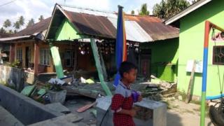 В центре Сулавеси многие здания разрушены подземными толчками