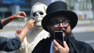 The Mexican comedians with a serious civic message