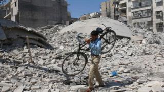 シリア北部のアレッポで(11日)